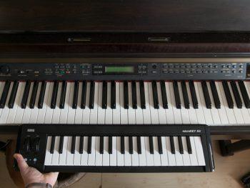 Size comparison with the piano
