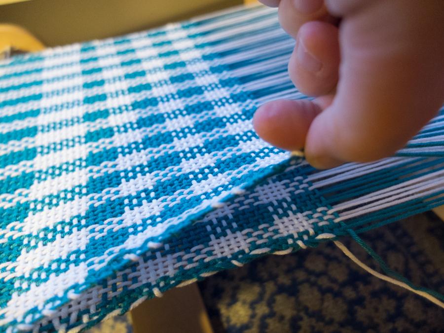 Double width weaving on a rigid heddle loom