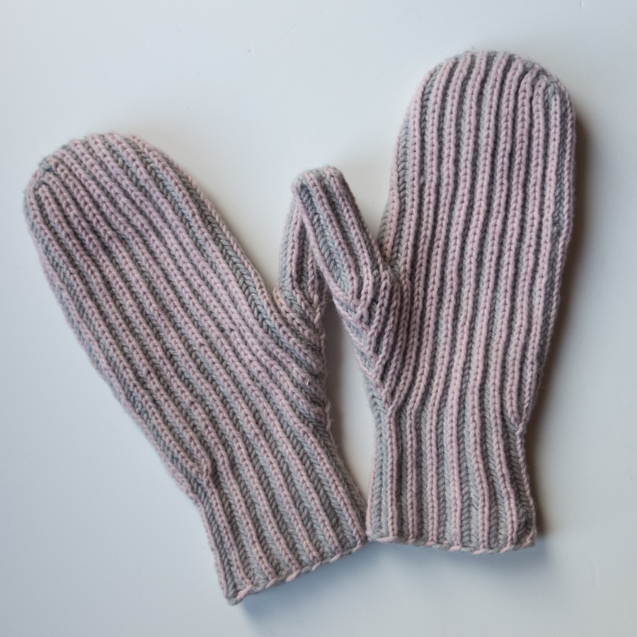 Finger-up brioche mittens