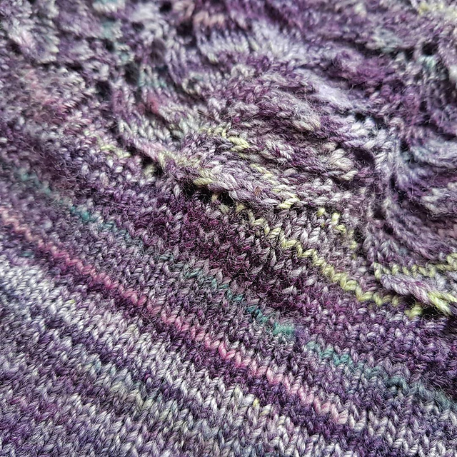 Close up of the Roseroot top fabric. You can see that it contains other colours than purple peeking through